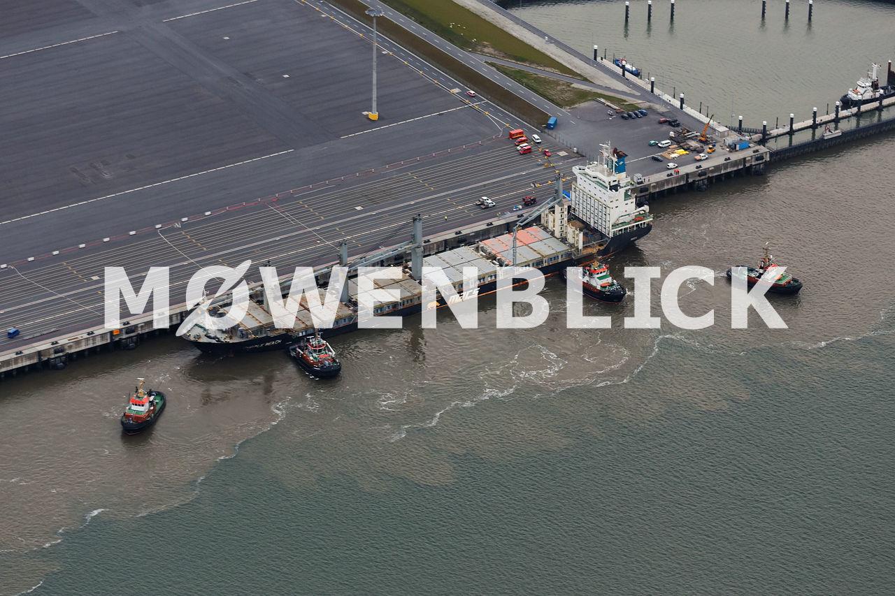 Schiff am Jadeweserport Luftbild