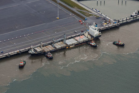 Schiff am Jadeweserport