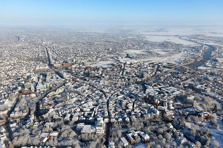 Stadtzentrum und Hafen im Winter