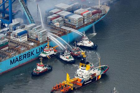 Maersk Schiff brennt in Bremerhaven