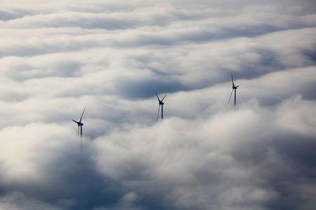 Widkraftanlagen im Nebel