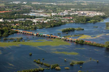 Bahnlinie im Überschwemmungsgebiet