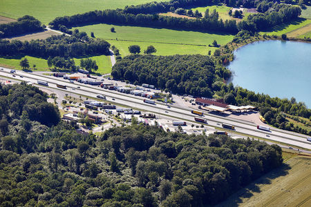 Luftaufnahme Autobahnraststätte Ostetal