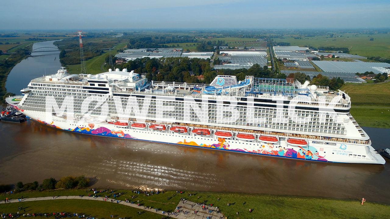 Kreuzfahrtschiff World Dream in Papenburg Luftbild