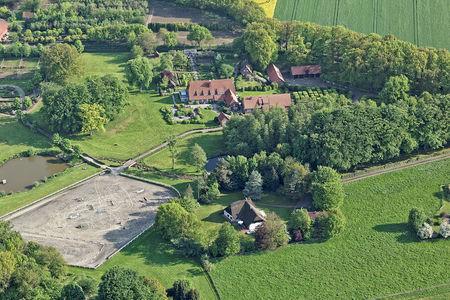 Luftaufnahme Famos Stud Farm