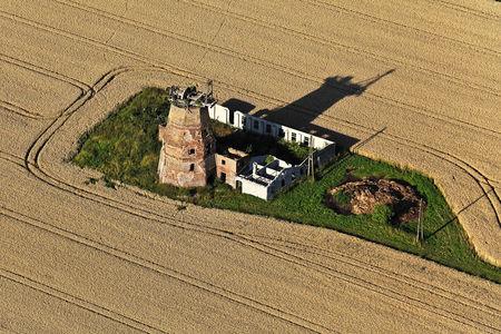 Luftaufnahme Windmühle Hinter dem Dorfe