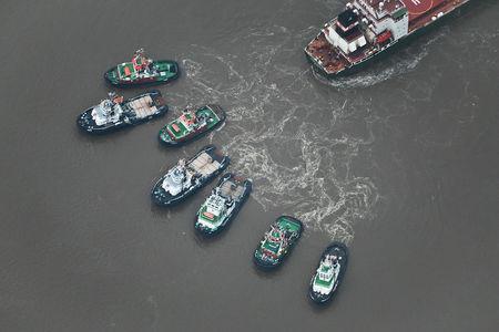 Luftaufnahme Bergung -  Gestrandetes Schiff
