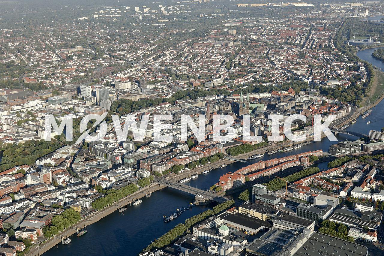 Altstadt mit Weser Luftbild
