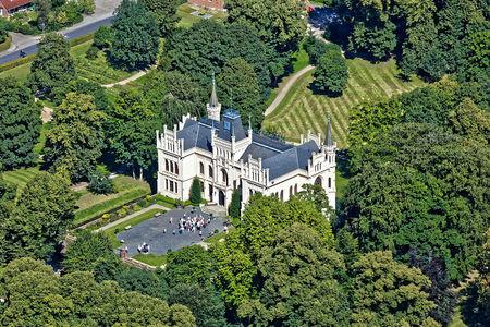 Luftaufnahme Evenburger Schloss