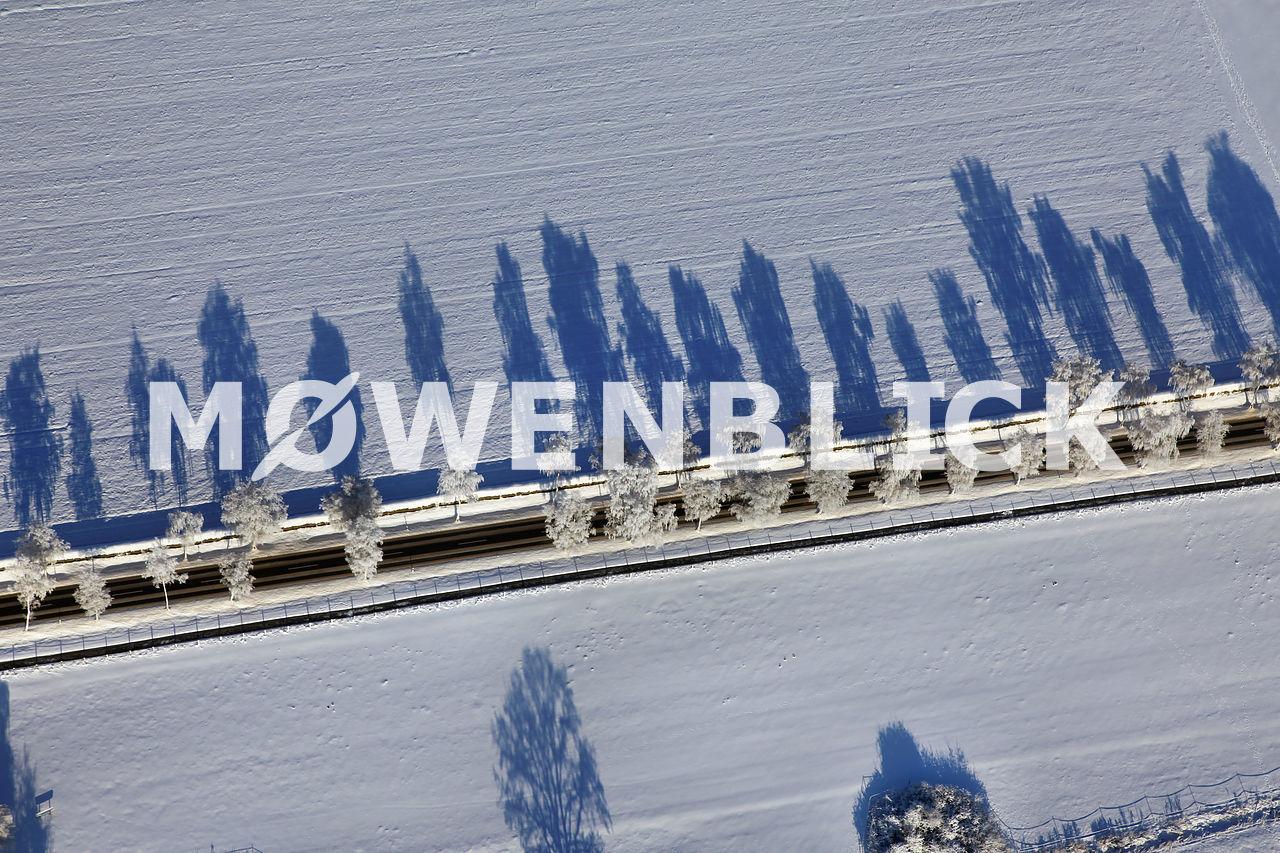 Straße im Schnee Luftbild