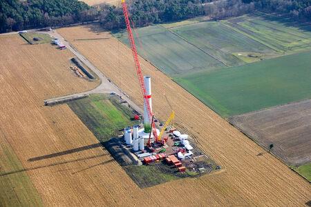 Luftaufnahme Aufstellung Windkraftanlage