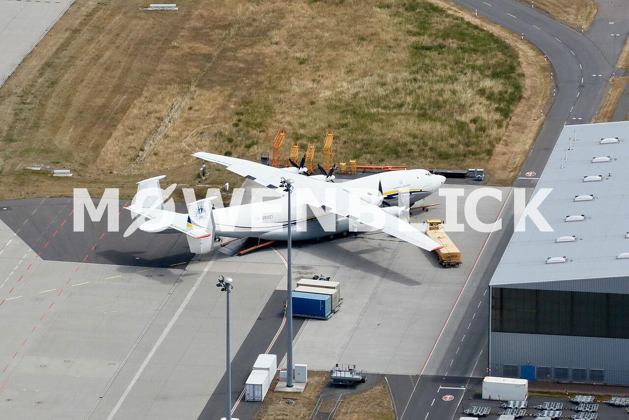 Weltgrößtes Propellerflugzeug Antonow AN-22 Luftbild