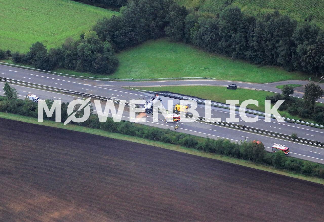 Lastwagenunfall auf der A28 Luftbild