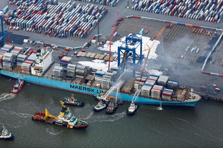 Maersk Karachi brennt in Bremerhaven