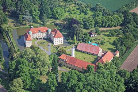 Luftaufnahme Hünnefeld Schloss