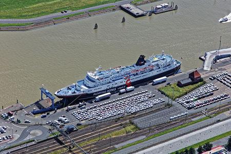 Luftaufnahme Floating Hotels im Außenhafen