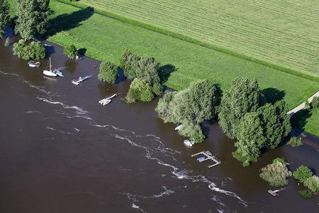 Luftaufnahme Bootsstege an der Weser