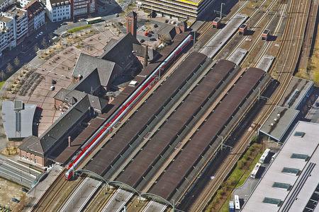 Bahnhofsdach Gleishalle