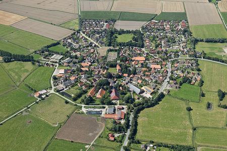 Luftaufnahme Das Runddorf Rysum