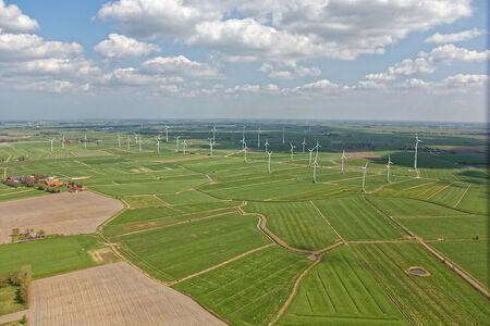 Luftaufnahme Windkraftanlagen