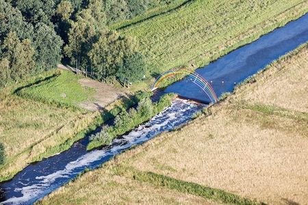 Luftaufnahme Stahlskulptur Goldregen an der Hunte