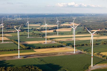 Luftaufnahme neuer Windpark