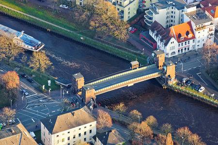 Luftaufnahme Stadt am Wasser