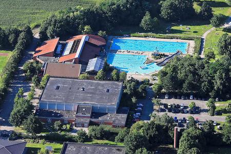 Luftaufnahme Schwimmbad