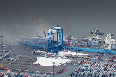 Schiff in Bremerhaven Feuer