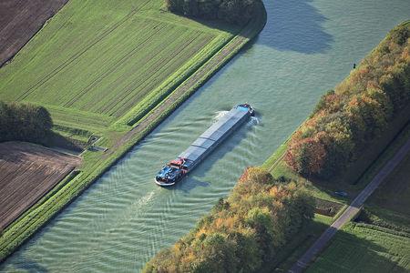 Luftaufnahme Schiff auf dem Mittellandkanal