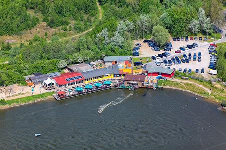 Luftaufnahme Restaurant Wasserskianlage