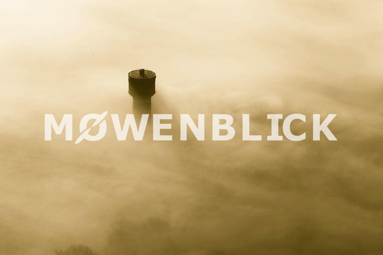 Wasserturm im Nebel Luftbild