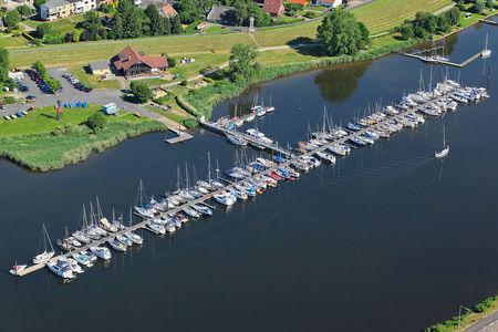 Luftaufnahme Sportboothafen