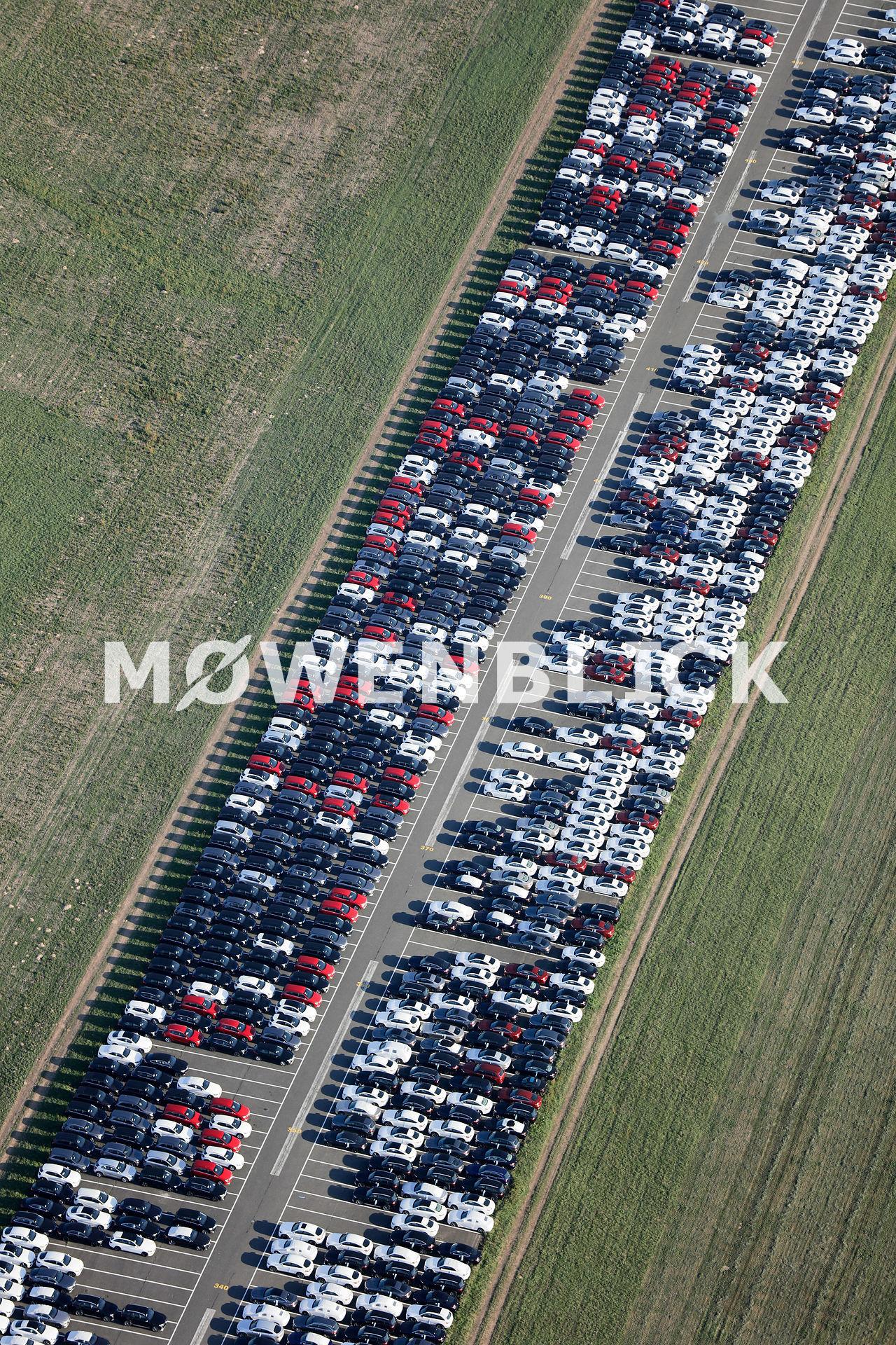 Automobile auf der Piste Luftbild